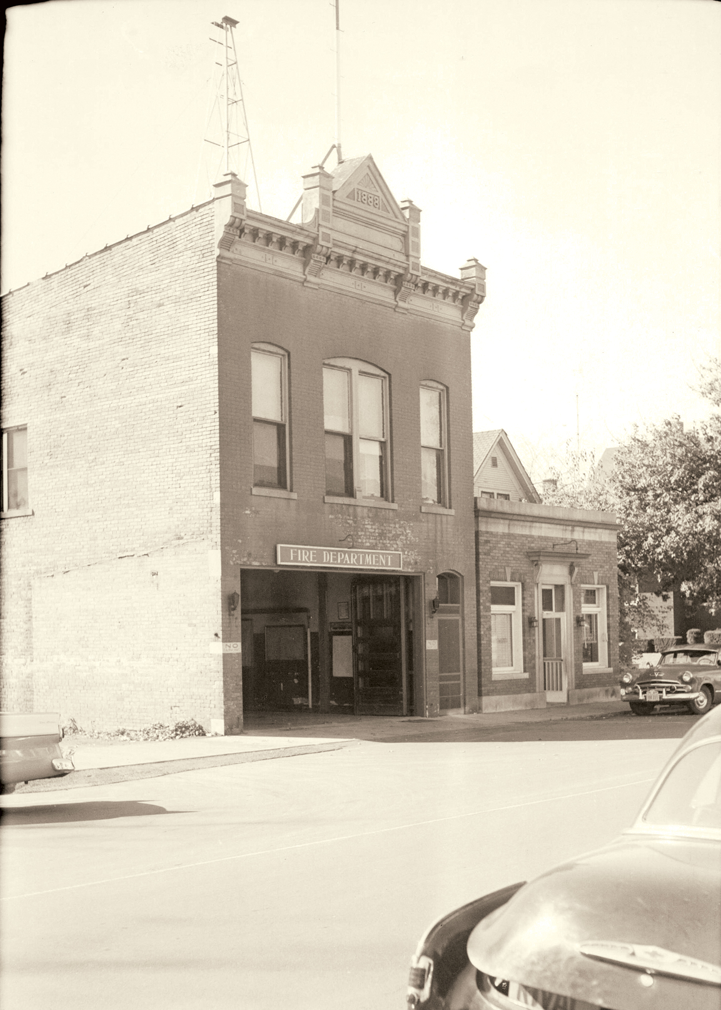 Napervilles's first central fire station on Jefferson Ave, early twentieth century